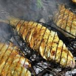 Simak Tips Agar Ikan Tidak Menempel di Alat Pemanggang Bakar Ikan Saat Tahun Baru